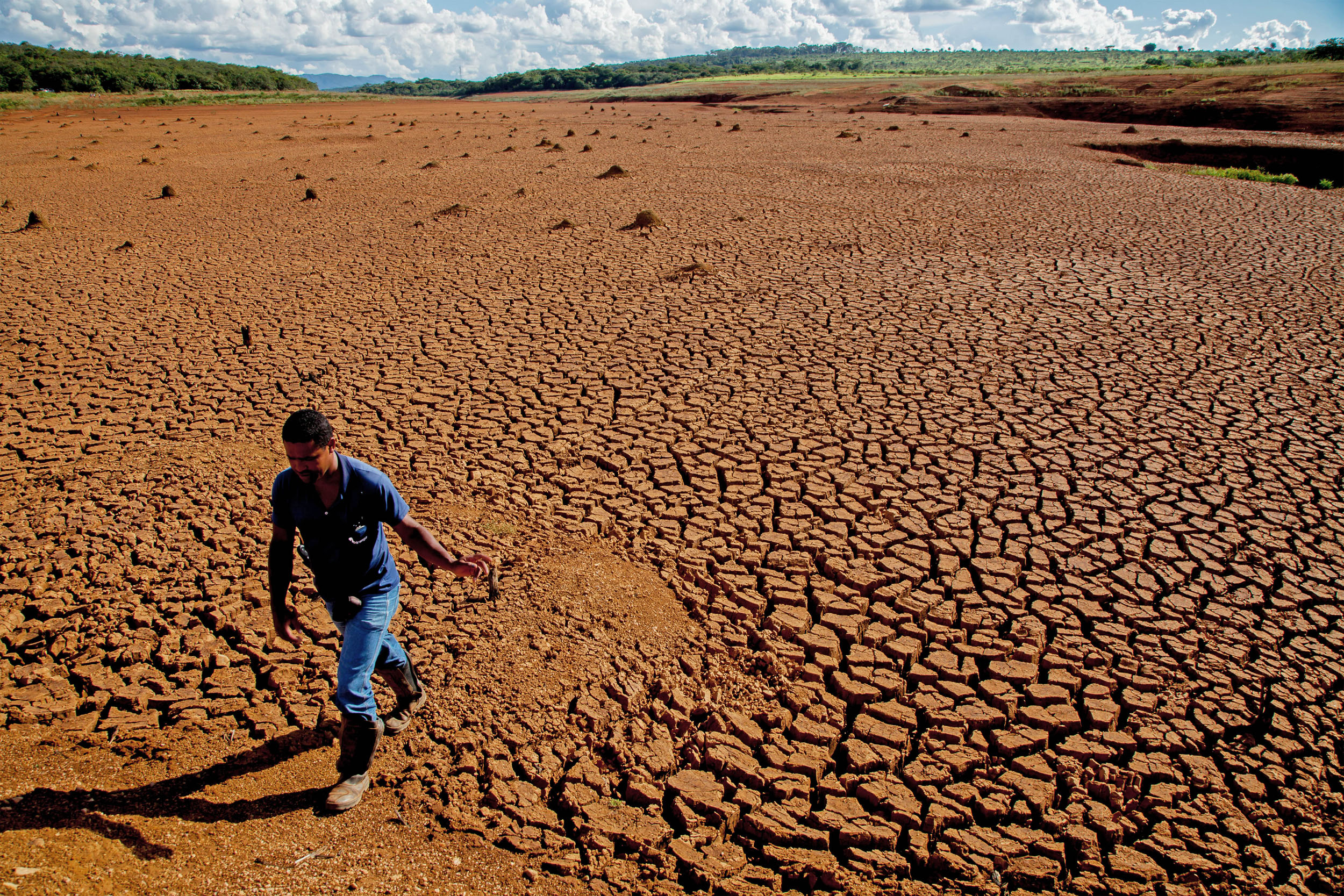 Greenpeace carries out an expedition to the main surface water sources in the south east region of Brazil, where millions of people are threatened by water shortage since 2014.  It's way after due time our governments understand that with no forest, there's no water –  Cristiane Mazzetti, Greenpeace's Forest campaigner.