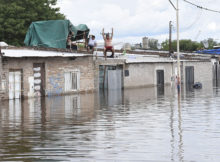 Pergamino:Unas 300 personas permanecen evacuadas en cuatro centros habilitados en el partido de Pergamino, a raíz de las intensas lluvias que ocasionaron el desborde del arroyo que da nombre al distrito, y las autoridades advirtieron que el número de afectados puede incrementarse ya que se aguarda el pico de agua para las próximas horas. Foto: enviado especial/José Granata/Télam/aa 26/12/2016