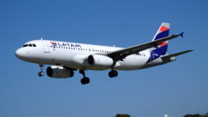 LATAM_A320-233_LV-BSJ_(33907622701)
