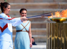 Athens (Greece), 19/03/2020.- Greek pole vaulter Katerina Stefanidi (L), Olympic gold medallist and world champion, lights the Olympic torch during the Olympic Flame handover ceremony for the Tokyo 2020 Summer Olympic Games at the Panathenaic Stadium in Athens, Greece, 19 March 2020. (Salto con pértiga, Grecia, Atenas, Tokio) EFE/EPA/ARIS MESSINIS / POOL